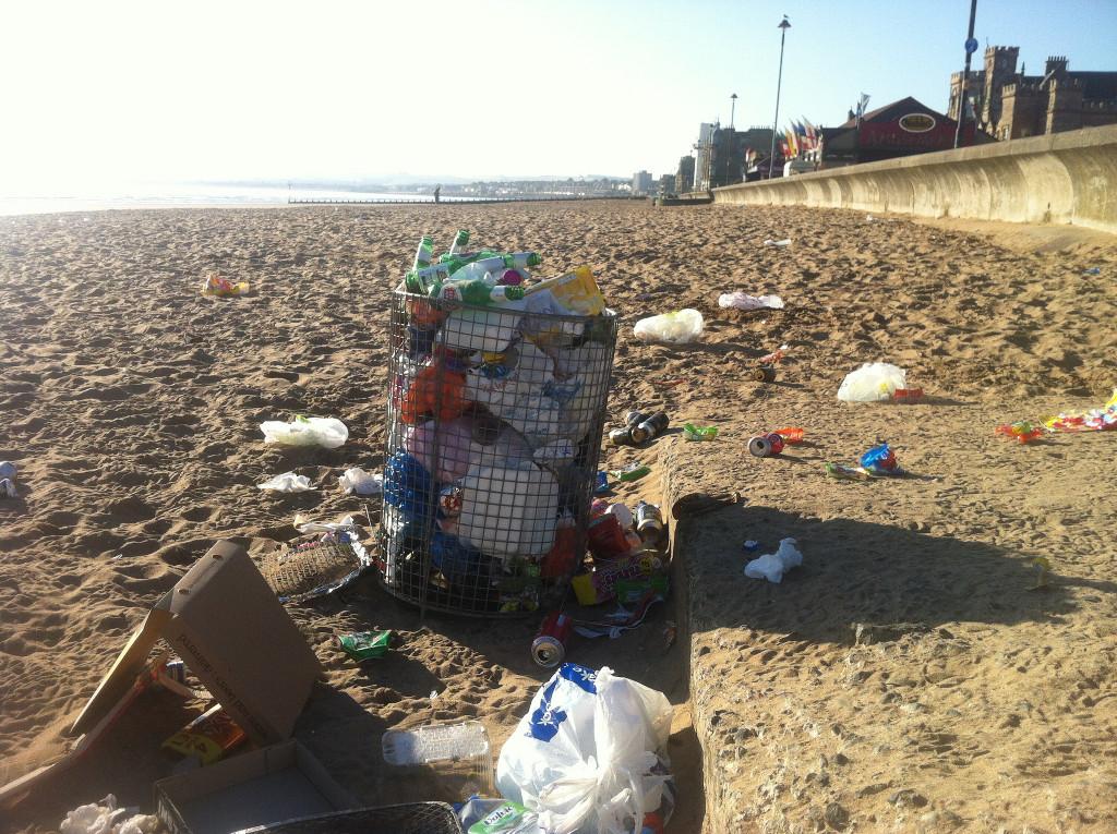 Litter-on-Porty-beach.jpg