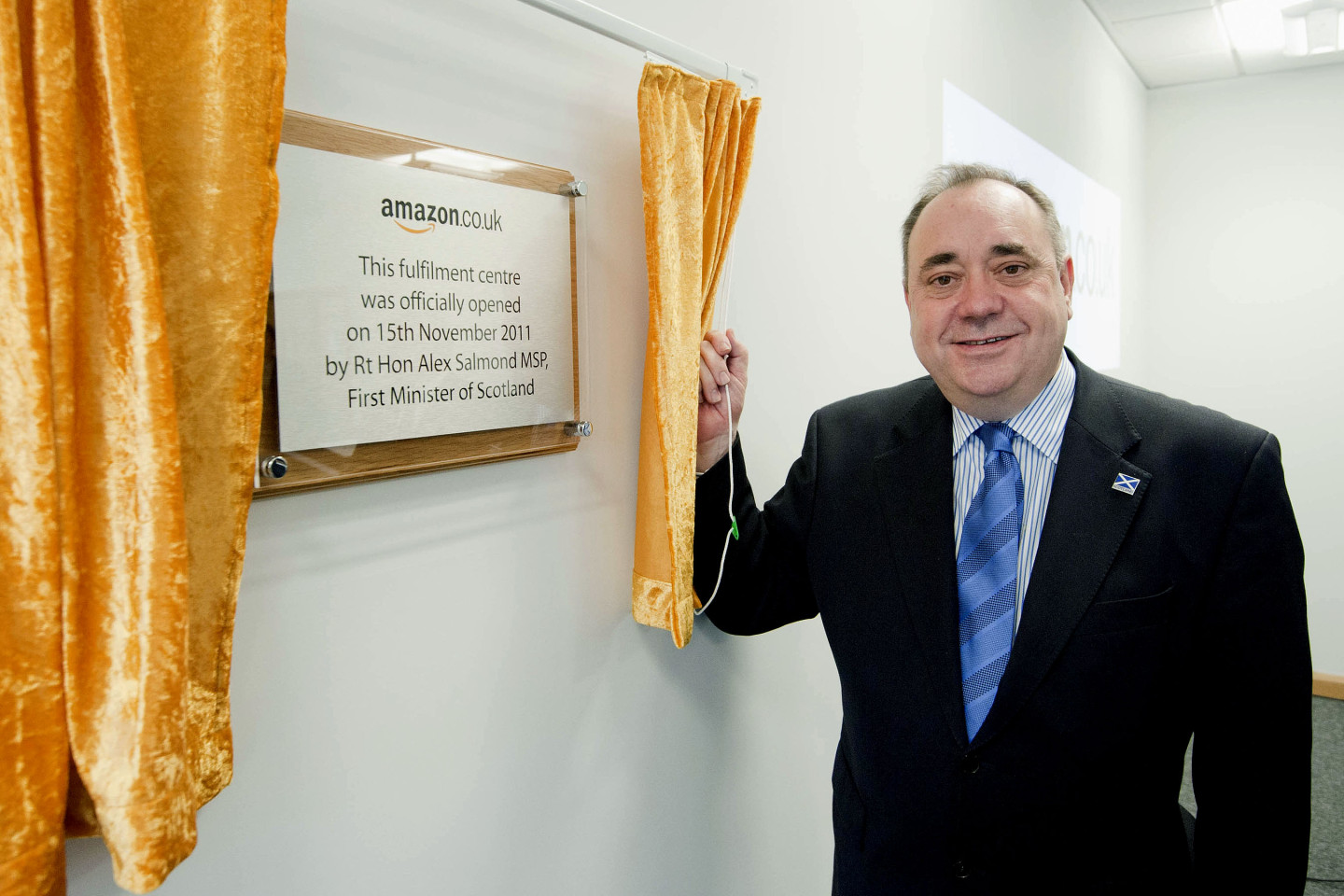 Alex Salmond opens Amazon fulfilment centre in Dunfermline