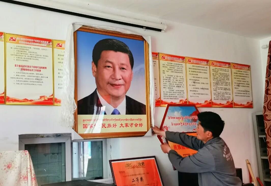 Tibetans Xi Jinping picture