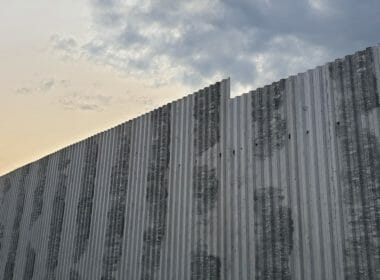 Arms company Raytheon benefits from border wall contracts